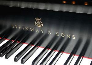 Adrian-Goldman-plays-piano-favorites
